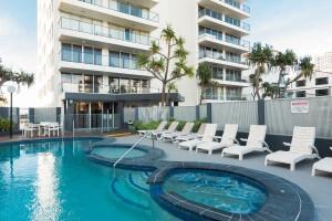 penthouse-pool-8-300x200cy